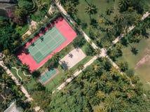 Hommelmening van een tennisbaan royalty-vrije stock fotografie
