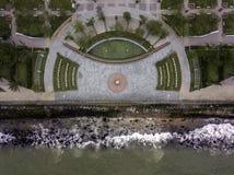 Hommelmening van promenade door de oceaan royalty-vrije stock afbeeldingen