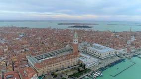 Hommelsatellietbeeld over Veneti?, Itali? Het plein van San Marco stock video