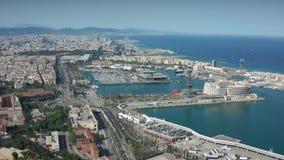Hommelvlucht meer dan kustdeel van Barcelona