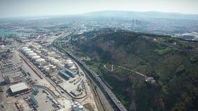 Hommelvlucht over industriële haven van Barcelona