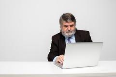 Hommes élégants avec un ordinateur portable Photo stock