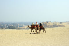 Hommes Arabes dans le désert Image libre de droits