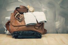 Hommes asiatiques habillement et jeans de style de vintage image stock