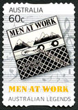 Hommes au timbre-poste australien de travail Image stock