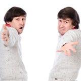 Hommes avec des bras tendus invités à visiter Images stock