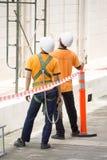 Hommes avec la position de casques Image stock