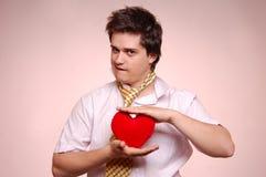Hommes avec la relation étroite et le coeur. Photos libres de droits