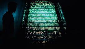 Hommes avec les escaliers légers d'ombre Images libres de droits