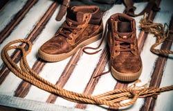 Hommes courants sur le fond en bois de vintage Photo libre de droits