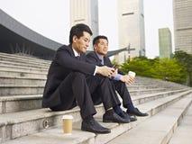 Hommes d'affaires asiatiques Photographie stock libre de droits