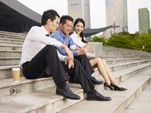 Hommes d'affaires asiatiques Image stock