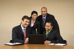 Hommes d'affaires avec l'ordinateur portatif. Photos libres de droits