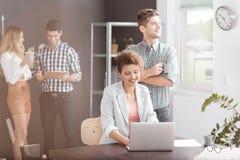 Hommes d'affaires créatifs au travail Photo stock