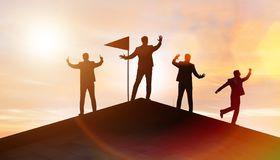 Hommes d'affaires dans l'accomplissement et le concept de travail d'?quipe images libres de droits