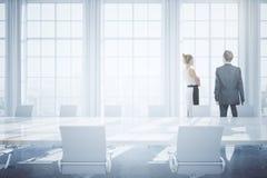 Hommes d'affaires dans la salle de conférence Photos stock