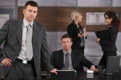 Hommes d'affaires dans le bureau Images libres de droits