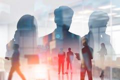 Hommes d'affaires dans le bureau, interface d'affaires images libres de droits