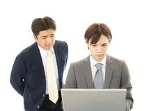 Hommes d'affaires discutant des plans Photographie stock libre de droits