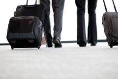 Hommes d'affaires en voyage