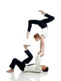 Hommes d'affaires faisant le yoga avec le PC, d'isolement sur le blanc photos stock