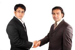 Hommes d'affaires indiens lors du contact photographie stock libre de droits
