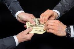 Hommes d'affaires luttant pour l'argent Photo libre de droits