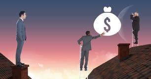 Hommes d'affaires montant des échelles pour atteindre le sac d'argent au-dessus des toits photographie stock