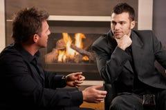 Hommes d'affaires parlant à la maison Images stock