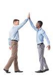 Hommes d'affaires se donnant de hauts cinq photos stock