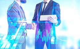 Hommes d'affaires se serrant la main, graphique, gratte-ciel photo stock