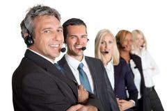 Hommes d'affaires travaillant à un centre d'attention téléphonique Photographie stock libre de droits