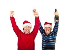 Hommes d'amis encourageant avec le champagne Image stock