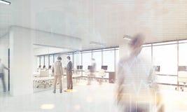 Hommes dans le bureau avec la salle de conférence de coins arrondis, modifiée la tonalité Photos stock