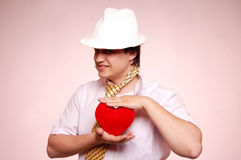 Hommes dans le capuchon blanc avec la relation étroite et le coeur. Photo libre de droits