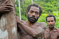 Hommes de Korowai Kombai (Kolufo) Photographie stock