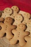 Hommes de pain d'épice de sourire Image stock
