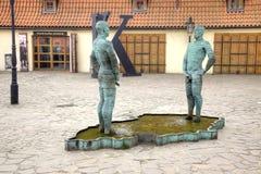 Hommes de pipi de fontaine photographie stock