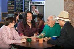 Hommes divers en café Photographie stock