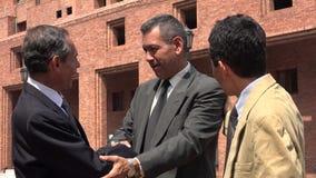 Hommes et amis d'affaires se serrant la main Photo libre de droits