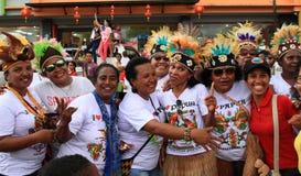 Hommes et femmes de Papuan avec des coiffes Photographie stock libre de droits