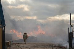 Hommes et incendie Photos stock