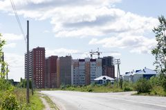 Hommes extérieurs de ciment de complexe d'appartements moderne ruraux, image stock