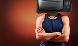 hommes faisants le coin proches TV rouge vers le haut Photos stock