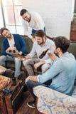 Hommes gais beaux appréciant leur temps ensemble Image libre de droits