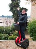 Hommes heureux sur segway Image stock