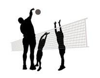 Hommes jouant au volleyball Images libres de droits