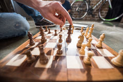 Hommes jouant aux échecs Image libre de droits