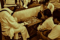 Hommes jouant Shogi, ?checs japonais images stock
