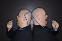 Hommes jumeaux criant au câble. Images libres de droits